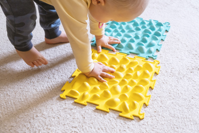 Right brain development, sensory development